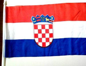 Hrvatska zastava na plastičnom štapiću-0